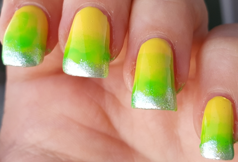 Refreshing summer nails