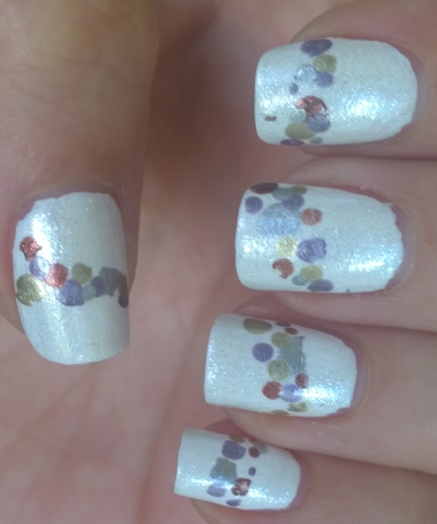 metallic-dot-band-nails