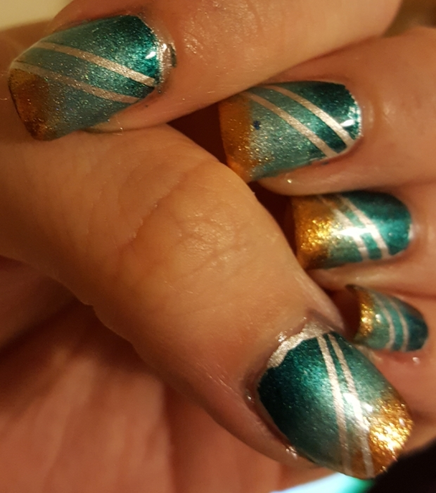 I've become a huge fan of a gradient recently and I still love combining it with a clean stripe too so I did a full A England based one a little while ago.